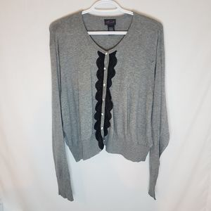 Torrid 4 grey sweater with lace and diamond button